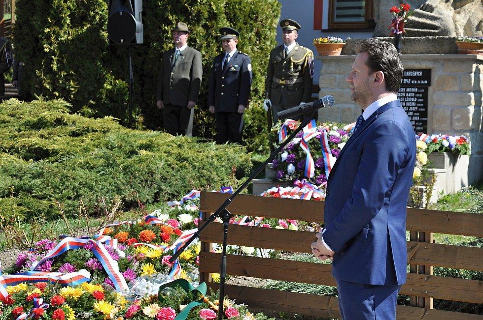 Předseda Poslanecké sněmovny Parlamentu České republiky Radek Vondráček hovoří v sobotu 20. dubna 2019 na pietním aktu u památníku obětem Prlovské tragédie.