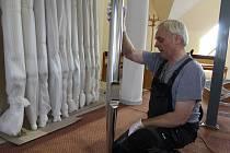 V kostele svaté Zdislavy v Prostřední Bečvě začala v pátek 13. října instalace nových píšťalových varhan. Ty vyrobil a sestavuje varhanář Jaroslav Stavinoha z Valašské Bystřice.