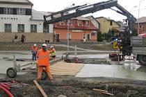 Přestavba klasické křižovatky na kruhovou se v Horní Lidči na Vsetínsku blíží k závěru. (dp) foto: archiv ObÚ Horní Lideč