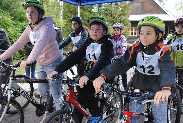 Mladí sluchově postižení cyklisté museli ve čtvrtek a v pátek (4. a 5. 10. 2018) ve Valašském Meziříčí prokázat, že zvládnou jízdu zručnosti i pravidel silničního provozu, práci s mapou či první pomoc.