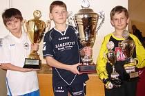 Nejlepším hráčem turnaje byl vyhlášen Matěj Koňařík (vlevo, Velké Karlovice + Karolinka), nejlepším střelcem byl Michal Cacek (uprostřed, Juřinka) a nejlepším brankářem Ondřej Cáb (Vidče).