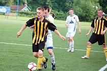 Fotbalisté Vigantic (tmavé dresy) v rožnovském derby vyhráli 1:0, ale domácí by si za výkon ve druhé části bod určitě zasloužili.