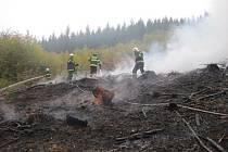 Hasiči likvidovali požár klestu v Lužné