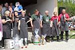 O titul gulášového krále soutěžilo v Ratiboři v sobotu 25. května 2019 sedmnáct týmů. Zleva stříbrní divadelníci z Ratiboře, bronzoví pánové Chmelíkovi a zlatí Kamil Skýpala a Jiří Čala.