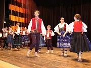 V Janíkově stodole v rožnovském Dřevěném městečku se v sobotu 29. dubna 2017 konala regionální přehlídka dětských valašských souborů.