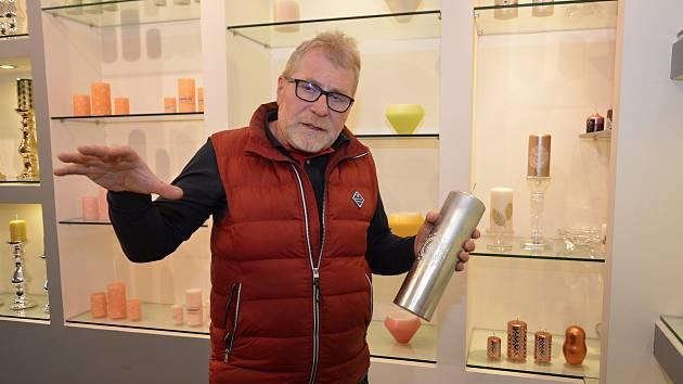 Miroslav Šupler začal s výrobou svíček v roce 1992. Dnes jeho firma Unipar dodává prémiové zboží do třiceti zemí světa.