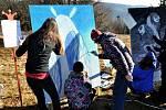V sobotu 18. ledna 2014 soutěžily na Pustevnách v Beskydech školní týmy. Původně plánovanou tvorbu sněhových soch nahradilo malování obrazů.