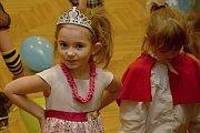 Tradiční dětský karneval pořádala Základní a mateřská škola ve Študlově.