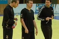 Házenkář Tomáš Číp (uprostřed) na zuberském kempu české reprezentace před ME v Srbsku.