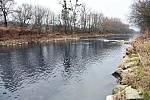 Řeka Bečva ve valašskomeziříčské městské části Juřinka; pátek 27. listopadu 2020