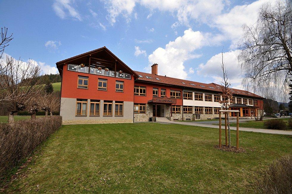 Velké Karlovice - základní škola.