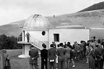 Slavnostní otevření hvězdárny 30. července 1950, kterého se zúčastnilo na 150 pozvaných hostů i zájemců z řad veřejnosti.