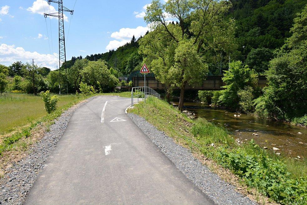 I. etapa cyklostezky Bevlava vede ze Vsetína přes Ústí, Leskovec, Valašskou Polanku do Lužné. Podjezd pod železniční tratí u Ústí u Vsetína, 10.6.2021.