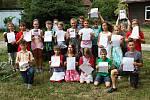 Pro své vysvědčení si přišli v pátek 30. června čtvrťáci ze Základní školy Integra Vsetín.