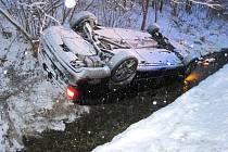 Nehoda superbu v Hovězí