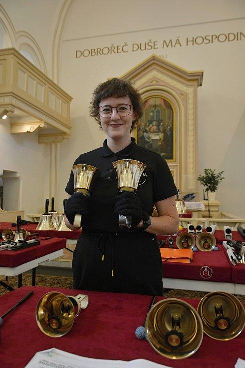 Zvonky dobré zprávy. 10. výročí vzniku oslavil netradiční hudební soubor koncertem v kostele v Ratiboři 17. července 2021. Hana Malovaná je členkou souboru od jeho založení.