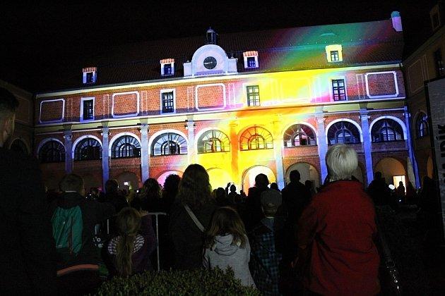 Premiérový Festival světla se konal v pátek 15. září 2017 ve Valašském Meziříčí. Návštěvníci si užili noc plnou světelných show, videomappingu, virtuální reality a koncertů.