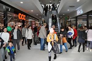 Smetanova obchodní galerie v centru Vsetína přivítala ve čtvrtek 31. října 2019 první návštěvníky.