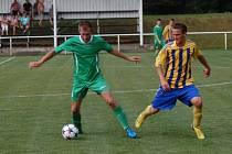 Fotbalisté Hutiska B (pruhované dresy) doma prohráli s Jarcovou 1:3.