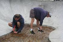 Stavba skateparku s betonovým bowlem ve Valašském Meziříčí
