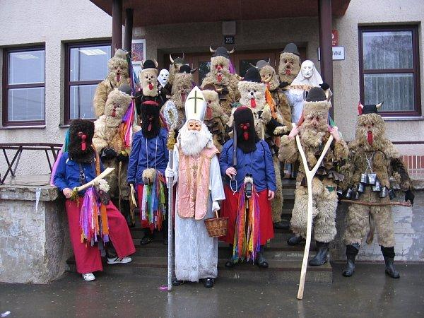 Čertovská družina ve Francově Lhotě.