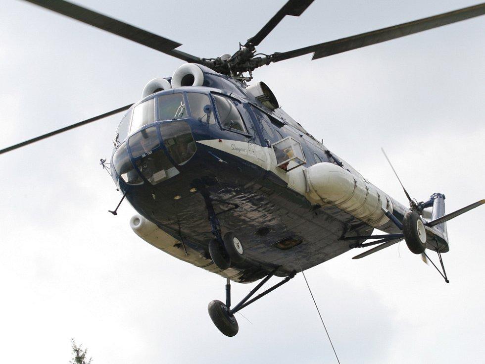 V rekreačním středisku Kohútka v Javorníkách začala výstavba lanovky, která nahradí dva vleky na hlavní sjezdovce. K dopravě betonu na těžko přístupná místa nasadila stavební firma vrtulník Mi-8