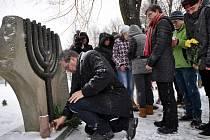 Pietní akt u pomníku po vypálené židovské synagoze na Štěpánské ulici ve Vsetíně