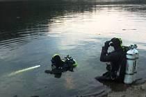 Policejní potápěči pátrali v úterý 1. května 2012 v přehradě Bystřička na Vsetínsku po pohřešovaném jedenadvacetiletém mladíkovi ze Vsetína. Muže nalezli mrtvého.