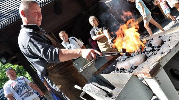 Dny řemesel a setkání kovářů ve Valašském muzeu v přírodě v Rožnově pod Radhoštěm, sobota 1. srpna 2015