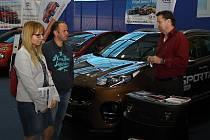 Brány 23. Valašského autosalonu se otevřely v pátek 11. května 2018 ve Valašském Meziříčí. Návštěvníci obdivovali na šedesát nablýskaných krasavců patnácti automobilových značek. Pro insipiraci si přijeli i manželé Kleinovi ze Štramberka.