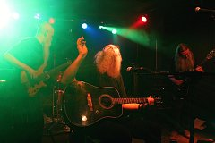 Až po strop našlapaný hudební klub Tři opice byl ve čtvrtek 28. prosince svědkem oslav třicetiletého působení valašské hardrockové legendy Ciment na hudební scéně.