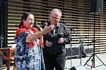 Ve Vsetíně slavnostně otevřeli ve čtvrtek 25. června 2020 nové náměstí Jarmily Šulákové. Dcera Zuzana Pavlůsková s moderátorem, hudebníkem a spolupracovníkem Jarmily Šulákové Janem Rokytou.