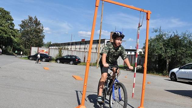 V neděli 4. září 2011 odpoledne radili vsetínští policisté společně se zástupcem BESIP malým cyklistům, jak správně vybavit své kolo a jak se chovat na silnici. Děti si mohly vyzkoušet jízdu zručnosti.