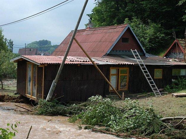 Středeční povodně zanechaly na Valašsku značné škody