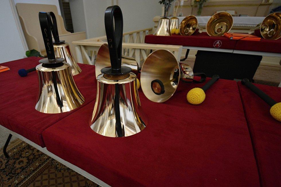 Zvonky dobré zprávy. 10. výročí vzniku oslavil netradiční hudební soubor koncertem v kostele v Ratiboři 17. července 2021.