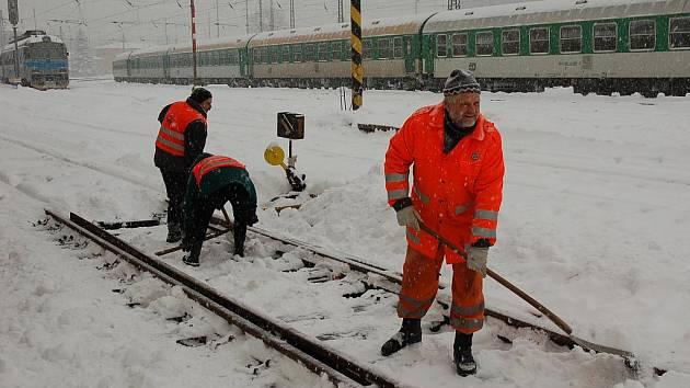 Sníh pokryl Valašsko, meteorologové varují před kalamitou.