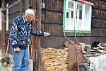 Ludvík Stoklasa je nejstarší muž Velkých Karlovic a širokého okolí na Vsetínsku. Sto let oslavil 26. března 2021.
