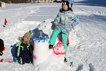 Soutěž o nejhezčí sněhovou sochu, soutěže a hry pro děti připravili pořadatelé spolku Dědictví Velkých Karlovic