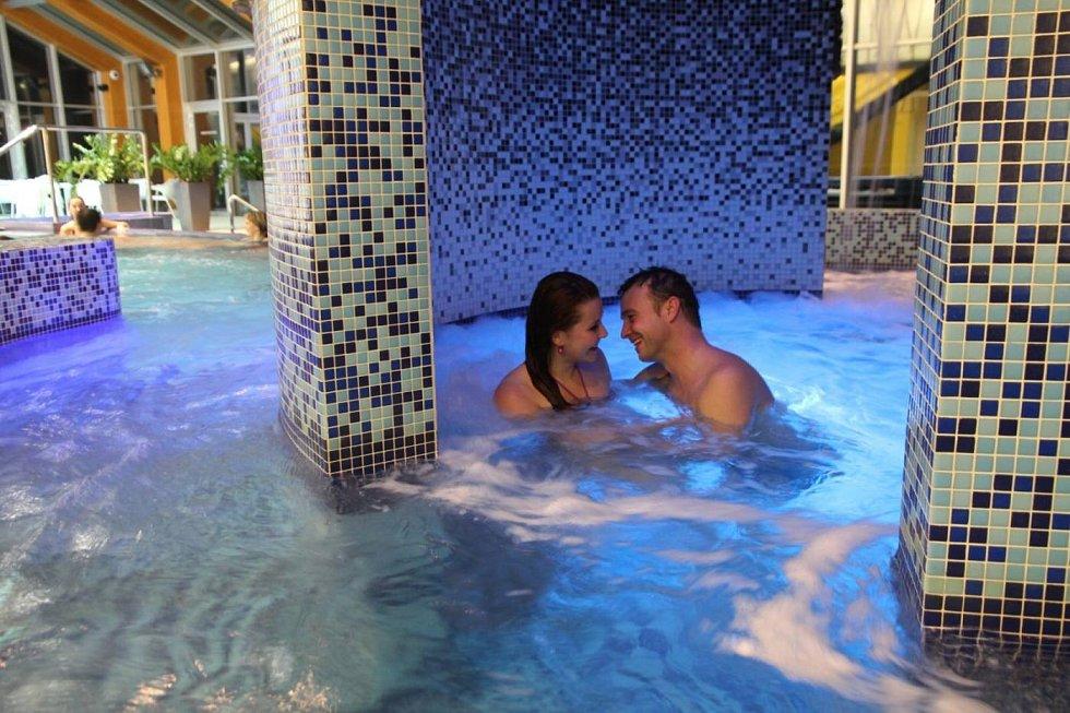 Relaxační centrum Wellness Horal. Noční termální bazén.