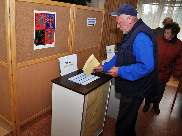 V Jablůnce otevřeli v pátek 12. října 2012 volební místnost v zasedací síni obecního úřadu.