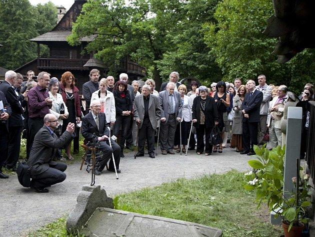 Janu Rokytovi odhalili památník na Valašském Slavíně ve Valašském muzeu v přírodě v Rožnově pod Radhoštěm, sobota 21. června 2014.