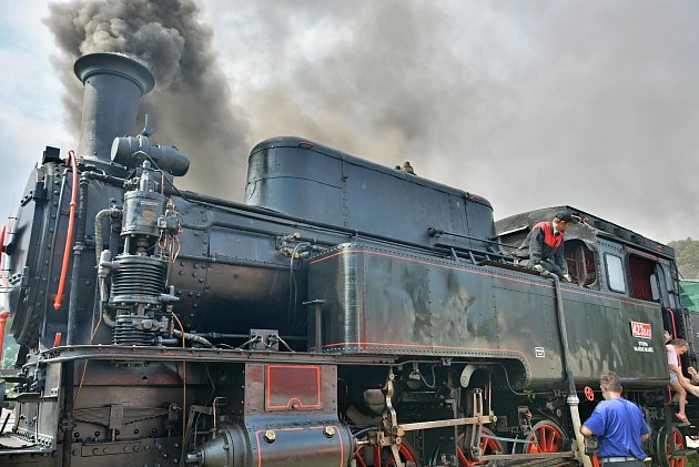 Rožnovské parní léto 2021 - jízda historickým vlakem slokomotivou zvanou Velký býček alias Tulák vzValašského Meziříčí do Rožnova pod Radhoštěm. sobotu 17.července