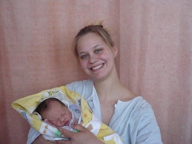 Monika Capilová z Nemětic s dcerou Karolínou, narozena 24. 3. 2008 ve Valašském Meziříčí, váha: 3,10 kg.