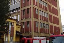 Třicet metrů vysoká budova bývalé Tesly v Rožnově pod Radhoštěm.