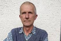 Václav Pavlůsek pomáhá jako dobrovolník ve vsetínské Diakonii. Za svou nezištnou práci mu dobrovolnické centrum Adorea udělilo cenu Křesadlo za rok 2019.