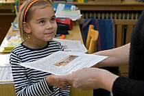 Žáci základní školy Integra ve Vsetíně, která se zaměřuje na vzdělávání dětí zdravých a dětí se speciálními vzdělávacími potřebami, dostali v úterý 31. ledna pololetní vysvědčení.