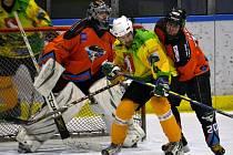 Také letos budou moci diváci sledovat souboje amatérských hokejistů.