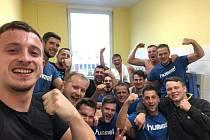 Házenkáři Lesany Zubří se radují po vyhraném zápase II. ligy skupiny Severní Moravy, kdy v rámci 5. kola uspěli na palubovce přímého rivala o první místo Fatry Napajedla.