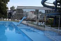 Venkovní bazén u vsetínské sokolovny je součástí Městských lázní.