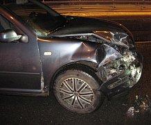 Ke střetu dvou osobních aut došlo v pondělí v podvečer ve Vsetíně na Ohradě. V autech cestovalo celkem šest lidí. Mezi nimi i děti